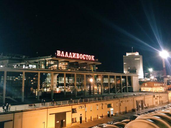 ウラジオストクフェリーターミナル シベリア鉄道でロンドンまで3日目の日記