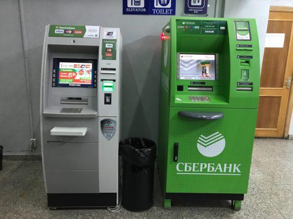 ウラジオストク駅のATM シベリア鉄道でロンドンまで3日目の日記